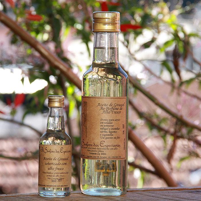Óleo de girassol ao perfume de alho fresco produzida por A Senhora das Especiarias em Gonçalves MG.