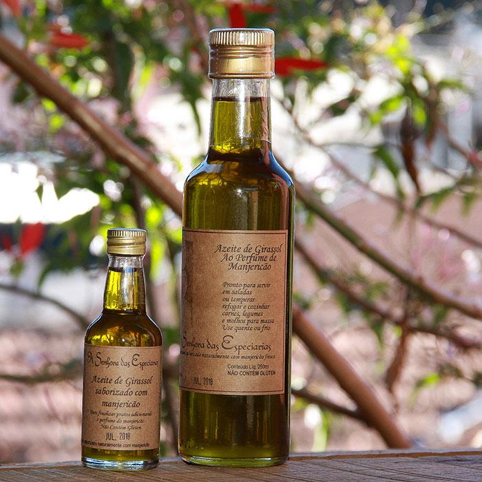 Óleo de azeite de girassol ao perfume de manjericao produzida por A Senhora das Especiarias em Gonçalves MG.