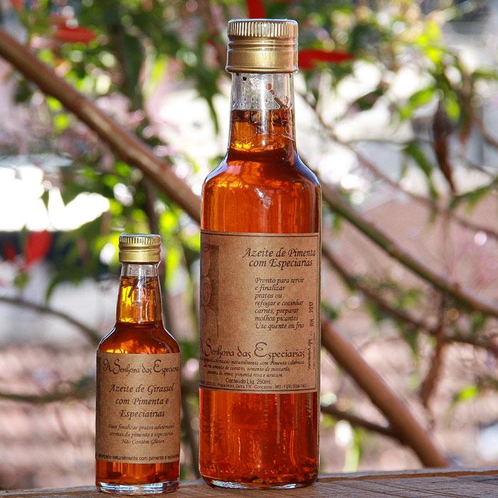 Óleo de pimenta com especiarias produzida por A Senhora das Especiarias em Gonçalves MG.