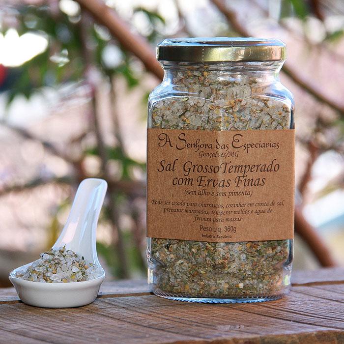 Sal grosso temperado com ervas finas produzida por A Senhora das Especiarias em Gonçalves MG.