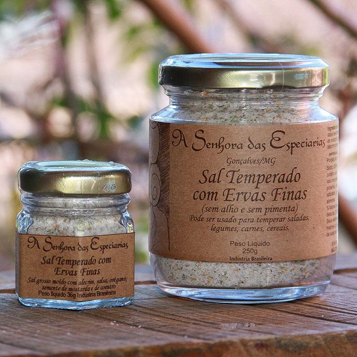 Sal temperado com ervas finas produzida por A Senhora das Especiarias em Gonçalves MG.