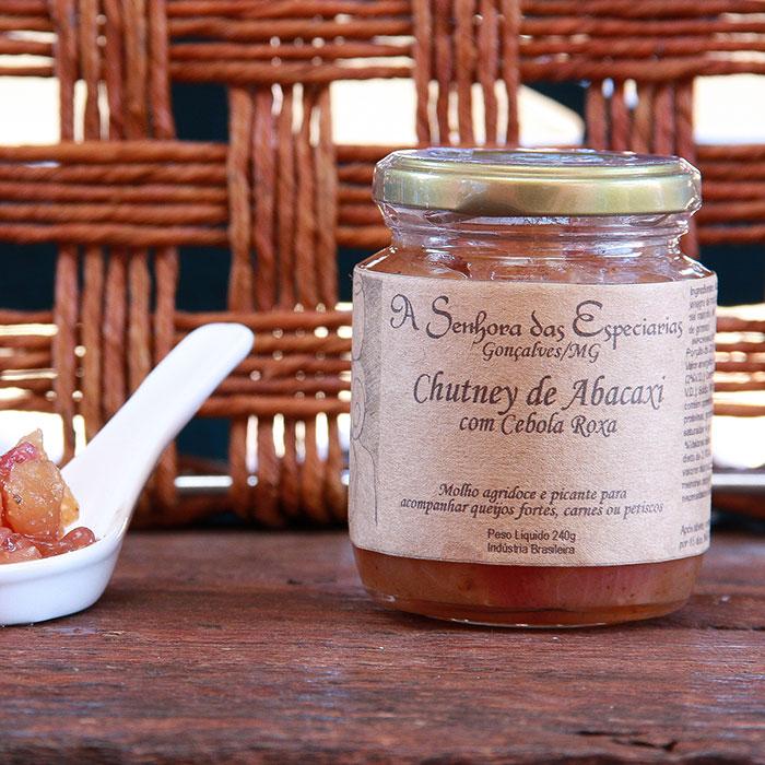 Chutney de abacaxi com cebola roxa produzida por A Senhora das Especiarias em Gonçalves MG.